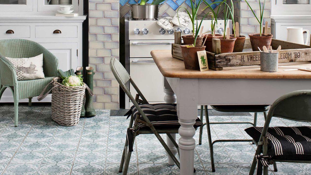 Mutfak, banyo, koridor için desenli yer karosu tasarımı